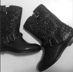 "Güzel bir Cuma programı için ""Toyt""demek yeterli ... #shoesandmoretr #shoesandmore #ig #igdream #happy #shoes #trend #glitter #black #bootie"