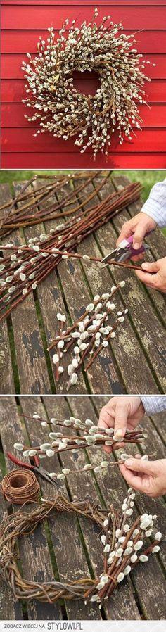 Schöner Frühlingskranz mit Weidenkätzchen zum selber machen. Noch mehr Deko Ideen gibt es auf www.Spaaz.de