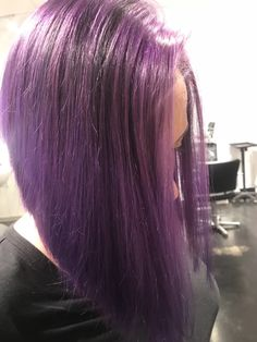 Deep purple hair color with a bob haircut, elumen Deep Purple Hair, Hair Color Purple, Amanda, Hair Cuts, Bob, Long Hair Styles, Beauty, Purple Hair, Haircuts