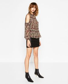 Image 3 of FINELY PLEATED AND PRINTED CUT-OUT BLOUSE from Zara