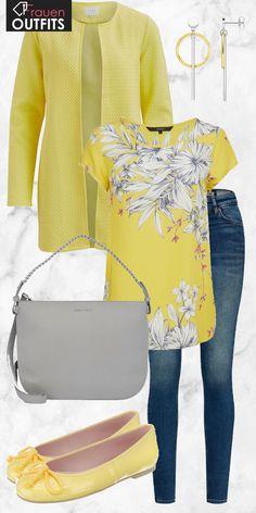 Schicker Look aus gelber Strickjacke, gelbem Oberteil mit Print und gelben Pretty Ballerinas... #fashion #fashionista #mode #modeikone #stilikone #inspiration #modeinspiration #frauenoutfit #damenoutfit #komplettesoutfit #frühling #sommer #kleidung #mode2018
