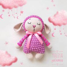 Милая барашка-сплюшкаХранительница снов для малыша Связана из полухлопковой пряжи,рост 23 см,наполнитель гиппоалергенный…
