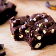 Triple Chocolate Pretzel Brownies - Stuffed with chocolate covered pretzels and chocolate chips McWilliam McWilliam McWilliam [Sally's Baking Addiction] Pretzel Brownies, Chocolate Brownies, Easy Brownies, Chocolate Chips, Decadent Chocolate, White Chocolate, White Brownies, Oreo Brownies, Chocolate Dreams