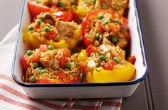 Peppers with spicy turkey stuffing These bright peppers with their lively filling will really cheer you up! With just of fat and 302 cals per serving, they're also a healthy family dinner ideas 500 Calorie Dinners, Dinners Under 500 Calories, Low Calorie Recipes, Healthy Recipes, Healthy Meals, Advocare Recipes, 300 Calories, Healthy Options, Healthy Family Dinners