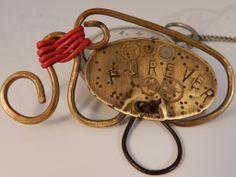 Broche cuelgagafas en latón y cobre. AnHadas