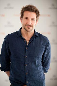 omg, this man is georgeous. Bradley Cooper <3.
