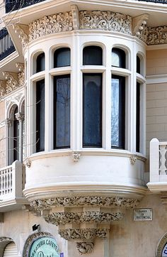 Barcelona – Passeig Sant Joan 087 d - All About Balcony Spanish Architecture, Baroque Architecture, Art Nouveau Architecture, Beautiful Architecture, Beautiful Buildings, Architecture Details, Arched Windows, Windows And Doors, Through The Window