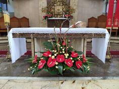 Unique Flower Arrangements, Unique Flowers, Altar Flowers, Church Banners, Flamingo, Entryway Tables, Gardening, Beautiful Flower Arrangements, Tropical Flower Arrangements