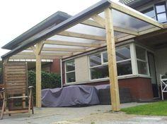 Een maatwerk veranda - overkapping, is een van de specialiteiten van Tuinmani. Deze is gemaakt van geïmpregneerd hout met polycarbonaat dakbedekking. Ook verkrijgbaar is lariks hout of aluminium. Geplaatst en verkrijgbaar bij @Tuinmani #tuinmani www.tuinmani.nl