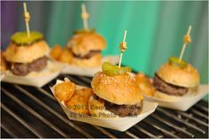 Sliders with homemade potato chips #catering #food #lateadas #charlotte