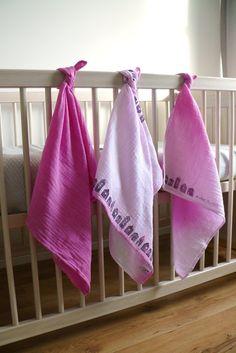 Hydrofiele doeken 70x70 cm kraamcadeau  ombre set van 3 hydrofiel  gepersonaliseerd cadeau baby huisjes tekst stempel katoen verzorging