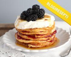 """Mascarpone-pannukakut """"maistuivat myös normaalia ruokavaliota noudattaville"""", sanoi Pikku murusia -blogi Blogiringin kampanjassa. www.vuohelanherkku.fi/reseptit/mascarpone-pannukakut #gluteeniton #vuohelanherkku #resepti Pancakes, Baking, Breakfast, Food, Mascarpone, Morning Coffee, Bakken, Essen, Pancake"""