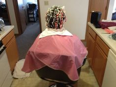 Hair And Beauty Salon, Permed Hairstyles, Vintage Hairstyles, Baby Car Seats, Hair Styles, Perms, Capes, Hairstyle, Perm Hairstyles