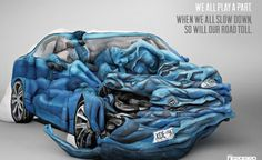 """Com 17 homens e mulheres, um artista australiano cria um efeito simulado de um acidente de carro em baixa velocidade por meio de um emaranhado de corpos contorcidos. A Comissão de Acidente Automóvel da Austrália do Sul encomendou Emma Hack para produzir a peça, chamada """"Crash Body"""", como parte de uma campanha mais ampla para conter baixo nível de excesso de velocidade na região."""