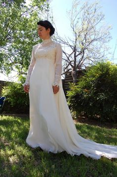 vintage long sleeve wedding dress