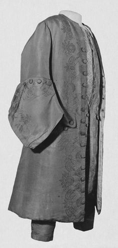 gentleman's boot-cuff sleeves, ca. 1730, victoria & albert museum ... yeah, i'd have rolled this way 300 yrs ago ;)