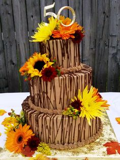 fall wedding cake with Sun Flowers