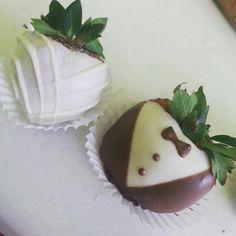 Fresas cubierta con chocolate novia y novio  chocolate covered strawberry bride and groom