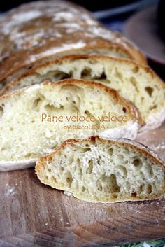 Si e' vero, impastare mi rilassa e rifugiarmi in cucina a preparare qualsiasi cosa e' il mio modo di rigenerarmi, di chiudere fuori il mondo... Bread Recipes, Cooking Recipes, Easy Bread, Antipasto, Cooking Time, Finger Foods, Food And Drink, Desserts, Pane Pizza
