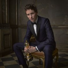 Eddie Redmayne won an Oscar for best actor in The Theory of Everything. We love his style! #Oscars2015
