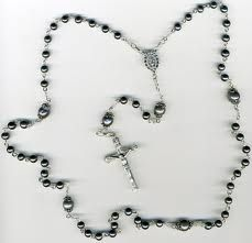 Black pearls and rosaries - my favourites. Rosary Bead Tattoo, Rosary Beads, Rosary Tattoos, Rosaries, Picture Tattoos, Tatting, Pearl Necklace, Black Pearls, Limassol