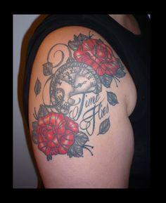 #tatouageroses #tatouagemontreàgousset  #rosestattoo #pocketwatchtattoo #tatouage #tattoo #rose #montreàgousset @https://www.facebook.com/Et-sur-la-peau-981683221862402/