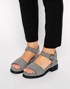 ASOS – FLETCHER – Sandalen mit zweiteiligem Fußbett