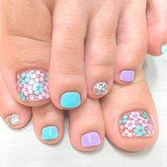 Looking for new and creative toe nail designs? Let your pedi always look perfect. We have a collection of wonderful designs for your toe nails that will be appropriate for any occasion. Be ready to explore the beauty and endless creativity of nail art! Pretty Toe Nails, Cute Toe Nails, Diy Nails, Flower Toe Nails, Toe Nail Color, Toe Nail Art, Nail Colors, Pedicure Nail Art, Manicure Ideas