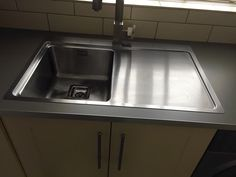The Bluci Orbit70ME low profile stainless steel kitchen sink.  Picture sent in from one of our customers.  Looks great with the square style tap and the grey work surface. Real Kitchen, Single Bowl Kitchen Sink, Sink Taps, Sinks, Work Surface, Photos, Pictures, Profile, Stainless Steel