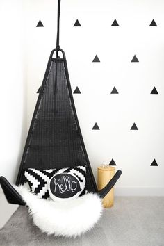 With monochromatic roomsbecoming more and more popular, we can't help but fall in love with this gorgeous little boys' room!Lily and Spiceis taking us on an exclusive tour of the black, white, and grey space with hints of blue throughout. This chic and minimalistic space is perfect for the two toddlers that share the amazing ……