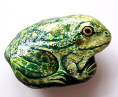 rock with frog painted on it - Yahoo Image Search Results Pebble Painting, Pebble Art, Stone Painting, Painted Rock Animals, Painted Rocks Kids, Painted Stones, Rock Painting Ideas Easy, Rock Painting Designs, Rock Crafts