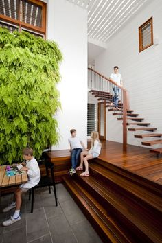 Kragarmtreppe lackiertes Holz-moderne Wohnung Raum