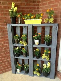 pallet garden 10 Simple DIY Vintage and Rustic Garden Decor Ideas on A Budget You Need to Try Right Now Rustic Garden Decor, Rustic Gardens, Vintage Garden Decor, Diy Terrasse, Diy Outdoor Furniture, Furniture Projects, Diy Furniture, Furniture Making, Handmade Furniture