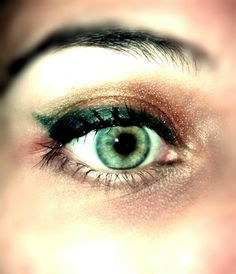 Green and gold #makeup