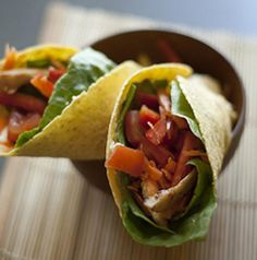 Tortilla wrap di pollo e verdure crude #snack #recipe