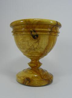 Olive goblet. By Pakito Soriano. Copa realizada en madera de olivo. PAKITO SORIANO