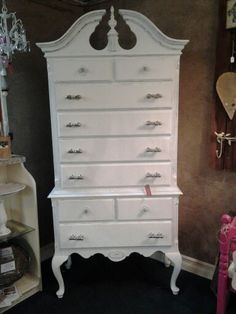 White On Queen Anne Highboy Look Real Close And See If You Can The Pretty Stencil Done In Gloss Drawers Fronts