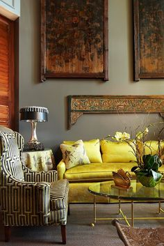 Inspiring Yellow Sofas To Perfect Living Room Color Schemes 72 - DecOMG Decoration Inspiration, Interior Inspiration, Room Inspiration, Decor Ideas, Beautiful Decoration, Amazing Decor, Living Room Decor, Living Spaces, Living Rooms