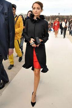 パリ・モンテーニュ通りのニコール!ヴァレンティノのREDワンピース!・私服最新ファッション画像!・ニコール・リッチー(Nicole Richie) - セレブカジュアルドットコム