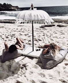 Uploaded by Find images and videos about girl, summer and beach on We Heart It - the app to get lost in what you love. Beach Girls, Beach Bum, Summer Beach, Summer Feeling, Summer Vibes, Cancun, Beach Please, Summer Aesthetic, Summertime