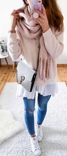 #spring #outfits woman in beige sweater with gray denim jeans and pair of shoes outfit. Pic by @lena.summer.fashion