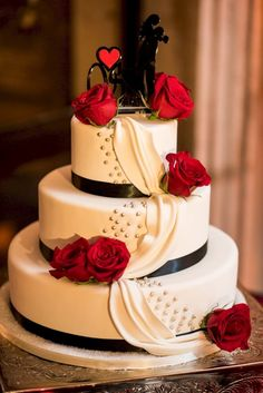 cool 21 Red Black And White Wedding Cakes  https://viscawedding.com/2017/07/25/21-red-black-white-wedding-cakes/ #weddingcakes #WeddingIdeasBlackAndWhite
