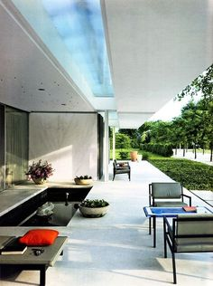 Miller House - Eero Saarinen - 1957....looks like you could walk on to this patio today.