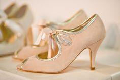 Zapatos de novia // Bridal Shoes  Rachel Simpson impregna el art deco en unos preciosos zapatos de novia  #zapatosvintage #zapatosretro #noviavintage #bodavintage