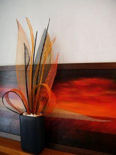 Hapene (Flax) in firey oranges Flax Weaving, Weaving Art, Hand Weaving, Flax Flowers, Maori Designs, New Zealand Art, Maori Art, Arte Floral, Fascinator
