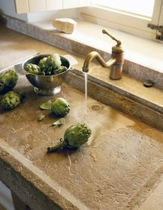 Rustic kitchen style A very interesting sink - imagine living in a kitchen with this. My Paradissi: Rustic kitchen style