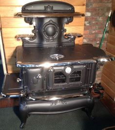 30 Perfect Antique Kitchen Stoves Ideas Match With Rustic Style Antique Kitchen Stoves, Antique Wood Stove, How To Antique Wood, Vintage Kitchen, Antique Cast Iron Stove, Natural Gas Stove, Stoves For Sale, Vintage Stoves, Retro Stoves