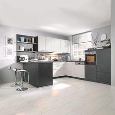 """""""Puristische und vielseitige Einbauküche erhältlich in vielen aktuellen Farbtönen. Das ansprechende Design mit klarem Konzept ist geradlinig, praktisch und familiengerecht. Mit diesem Modell können Sie Ihre Küche individuell gestalten und Ihre Vorstellungen verwirklichen. Dieses Küchenprogramm ist in verschiedenen Korpus- und Frontfarben sowie mit unterschiedlichen Arbeitsplatten erhältlich. Das Modell kann genau an die räumlichen Gegebenheiten angepasst werden und ist durch viele sin"""