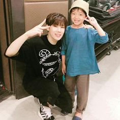 Sunggyu and his precious nephew. They look alike! Look at those cute hamster eyes!