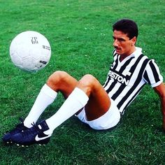 Brit abroad number 4 - Ian rush at juve. The less we speak about Ian's Italian adventure, the better. #ianrush #rushy #juve #juventus #turin #italy #italia #italianfootball #seriea #calcio #calcioitalia #footballitalia #football #footballplayer #retro #retrofootball #vintage #vintagefootball #soccer #soccerplayer #oldschool #80s #80sfootball